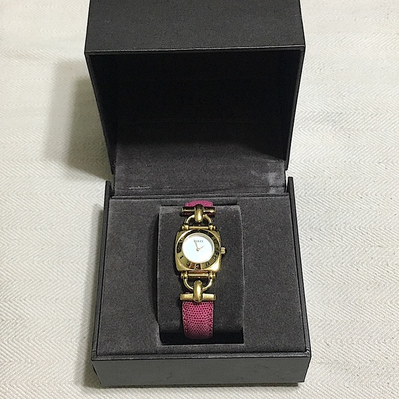 🖤Authentic Gucci watch in box 📦